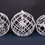 3D-печать новогодних елочных шаров из белого прочного пластика PA2200 при помощи технологии выборочного лазерного спекания (SLS).